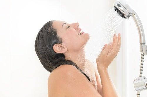 Agua fría o agua caliente