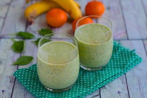 Batido de frutas y té verde