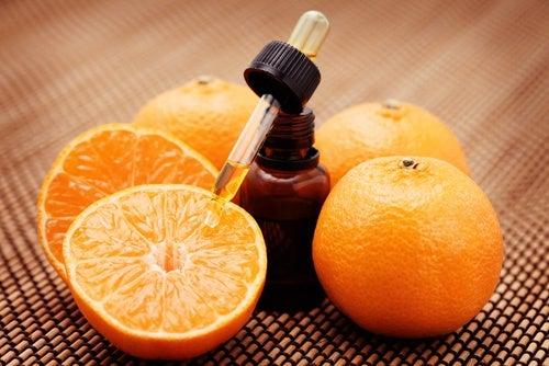 Cómo hacer una loción de naranja para el rostro