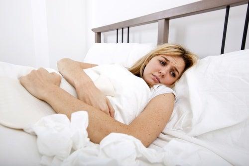 Los dolores repentinos en el cuerpo son una de las señales de problemas de tiroides