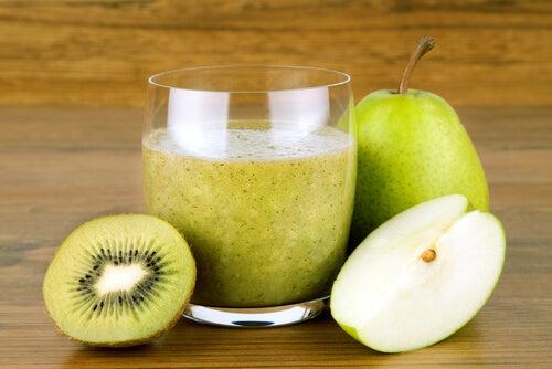 Licuado de kiwi, pera y linaza