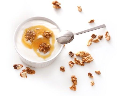 Postre de leche de coco, yogur y miel