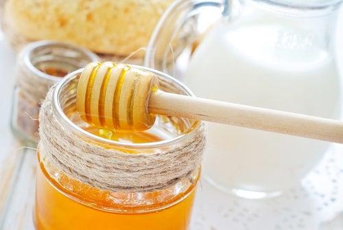 Tratamiento de leche y miel