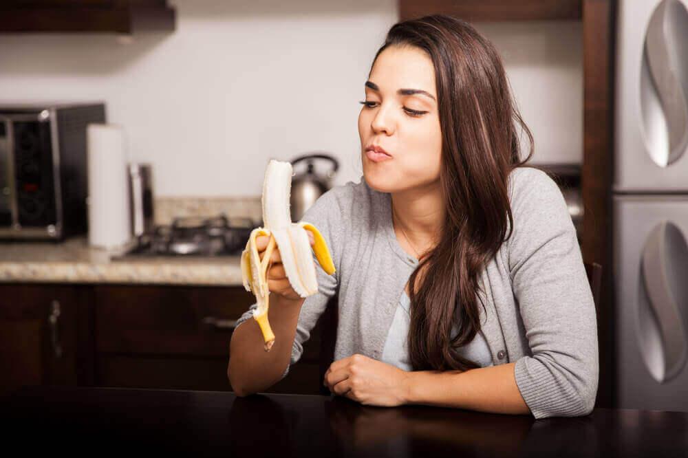 Comer una banana