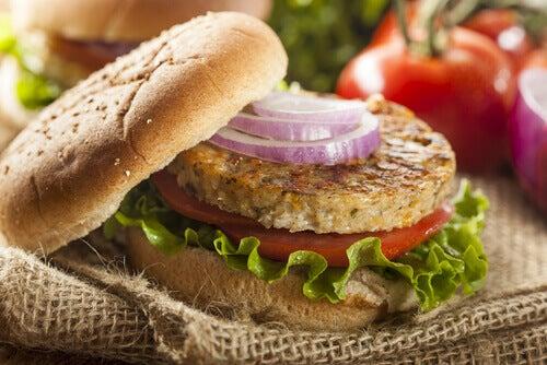 Cómo preparar unas hamburguesas saludables de lentejas y quinoa