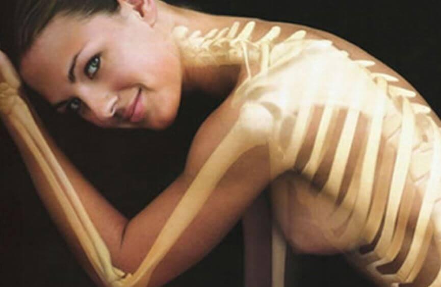 Mujer con sus huesos sanos y en forma