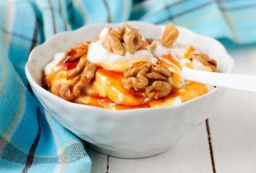 Beneficios de la bebida de coco con yogur y miel