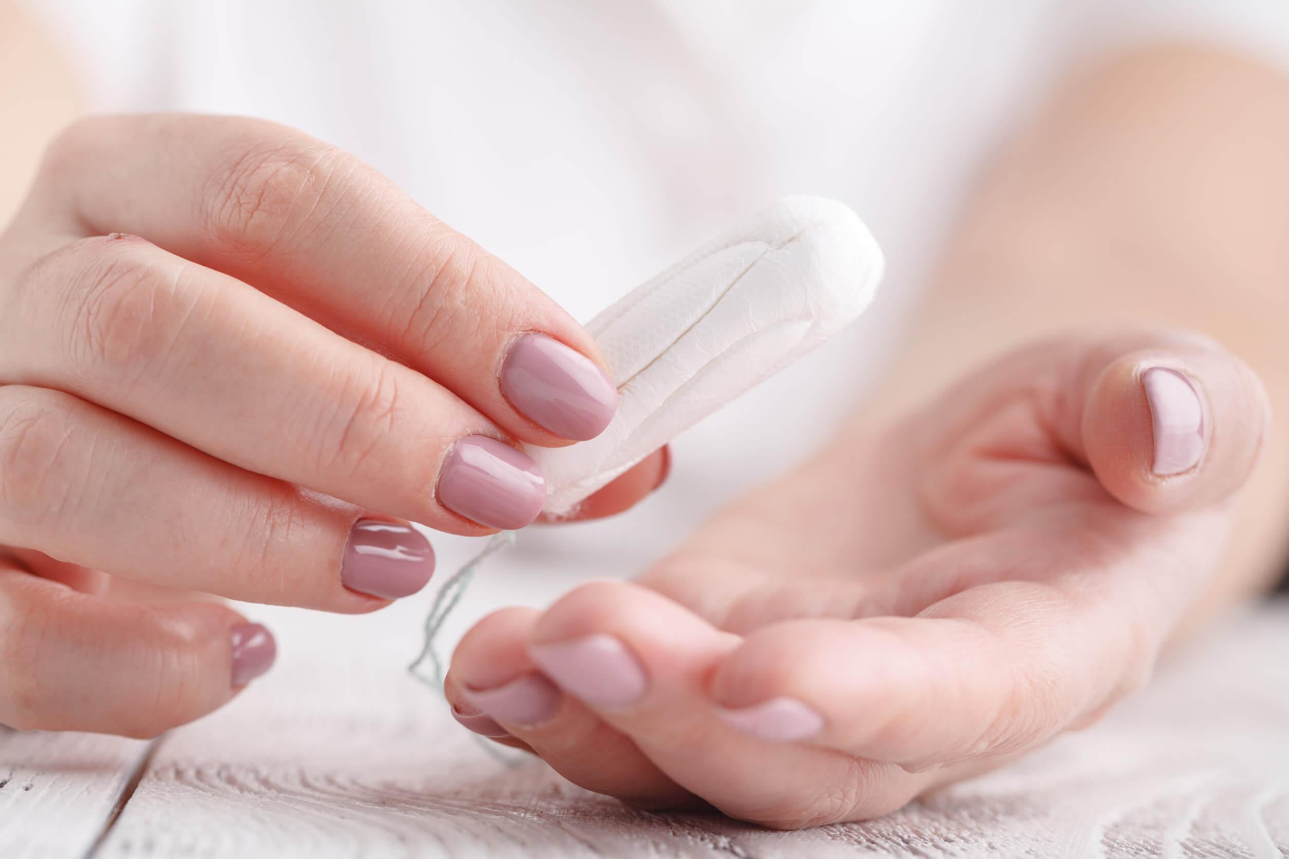 mujeres estadounidenses murieron por infecciones asociadas con el uso de tampones