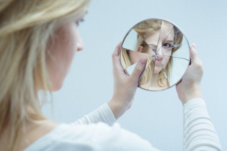 Este corto te hará reflexionar sobre la tiranía de tu espejo