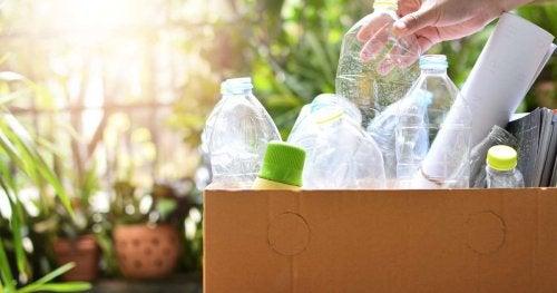 ¿Qué tipos de plástico se pueden reutilizar y en qué condiciones?
