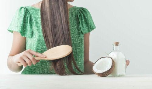6 trucos para restaurar el cabello maltratado por el cloro de la piscina