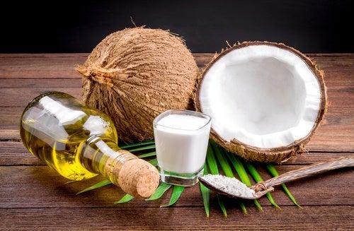 Cómo preparar en casa leche, harina y aceite de coco