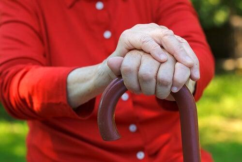 ¿Estás en riesgo de padecer párkinson? Estas 7 señales te ayudarán a descubrirlo