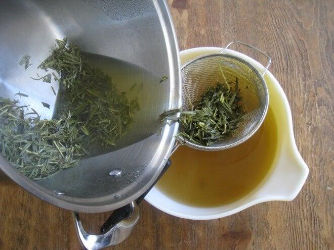 Cómo preparar alcohol de romero y castaño de Indias para tratar el dolor muscular y articular