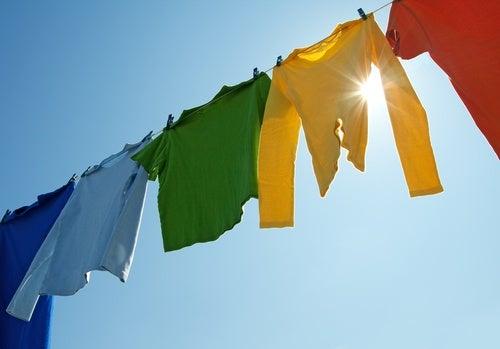 Coloca la ropa al sol