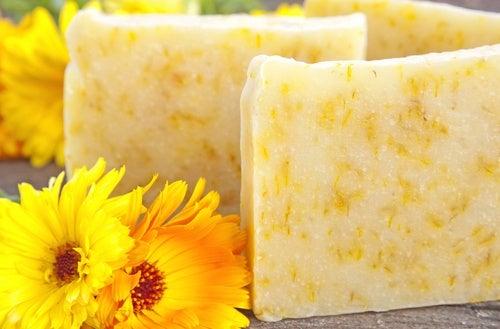 Jabón natural de manzanilla y caléndula