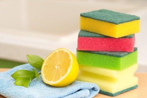 Suco de limão ajuda a remover gordura grudada