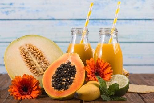 Jugo de melón, piña y papaya