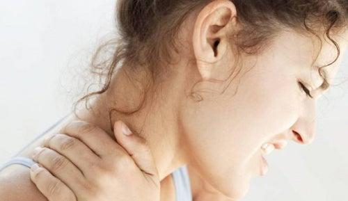 Remedios naturales para tratar el dolor de cuello y la tortícolis