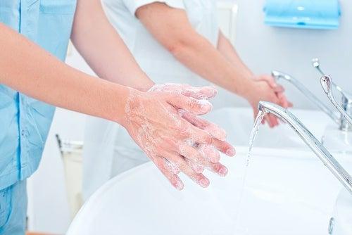 Por qué debemos higienizar nuestras manos