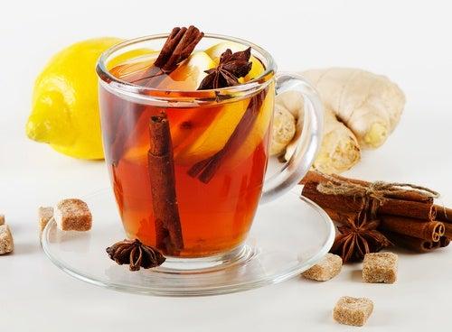 Chá com limão, canela e gengibre