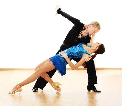 La salsa es uno de los bailes que ayudan a tonificar el cuerpo