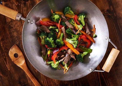 wok con brócoli y carne