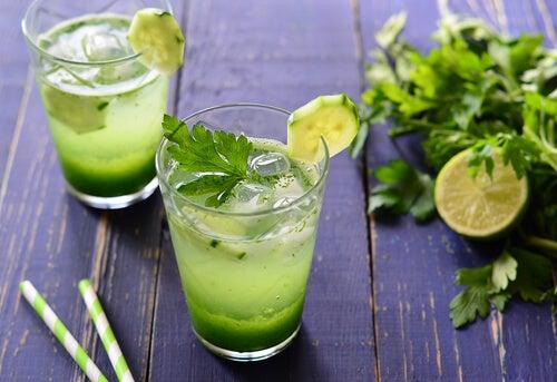 Bebida de perejil para limpiar los riñones de forma natural