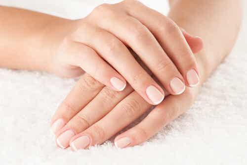 8 formas de mantener las uñas hermosas naturalmente