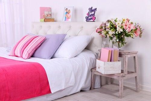 ¿Es bueno dormir con flores o plantas en la habitación?