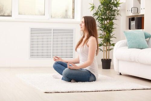 Practica la meditación antiestrés en casa