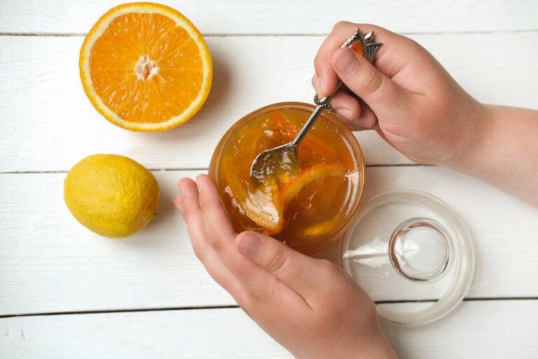 Cómo regular la tensión de modo natural con ajo, limón y miel