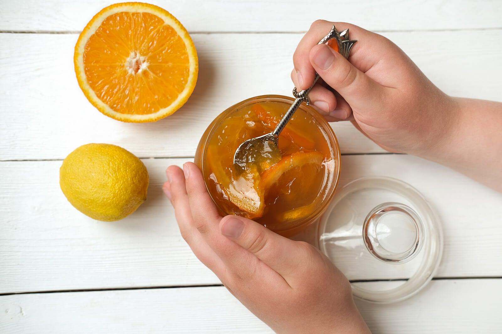 Desayunos con naranja y miel para empezar el día con energía.