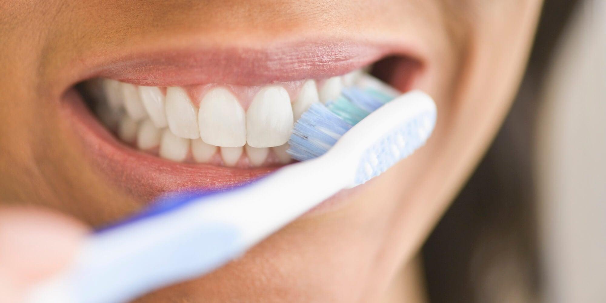 https://mejorconsalud.com/wp-content/uploads/2015/12/%C2%BFQu%C3%A9-ocurre-en-tu-cuerpo-si-te-dejas-de-lavar-los-dientes-por-mucho-tiempo.jpg
