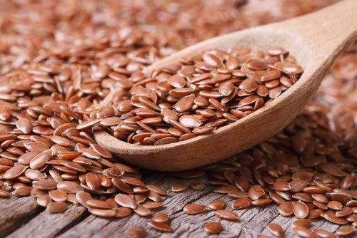 Agua de linaza para tratar la proteína en la orina