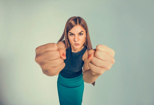 Personas emocionalmente inmaduras: suelen pasar por encima de la gente para sentirse fuertes
