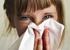 Estornudar hacia dentro