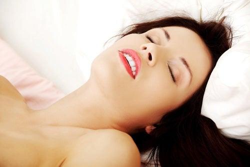 Placer con un masaje erótico en los pies.
