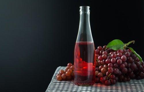 zumo de uvas y uvas