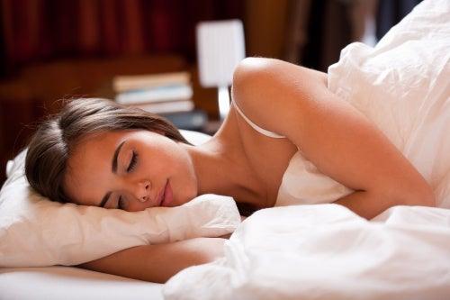 Mantén una rutina de sueño