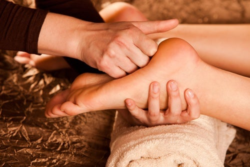 Masajes para pies hinchados
