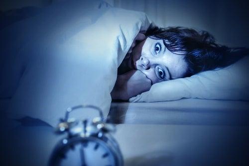 Cosas que hace tu cuerpo cuando estás profundamente dormido: parálisis del sueño
