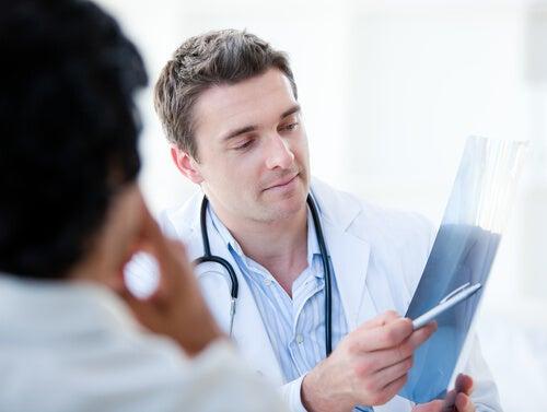 Visita al urólogo para que te revise la próstata y el tracto urinario