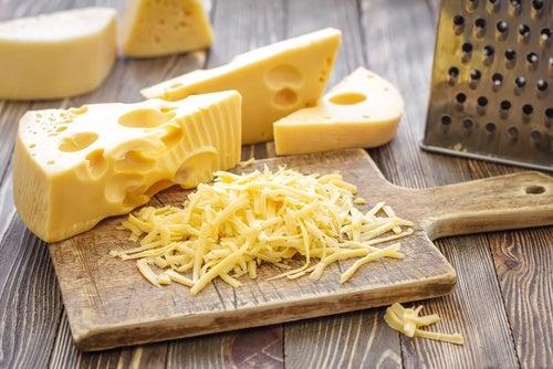 El queso puede causar dolores de cabeza