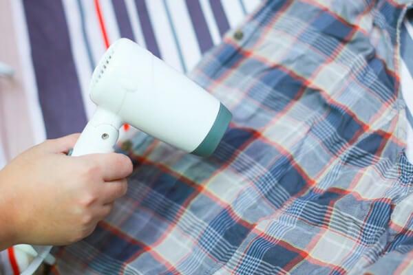 Cómo quitar las arrugas de la ropa sin plancharla