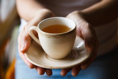 Reducir la ingesta de alcohol y cafeína