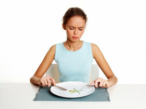 Saltarse el desayuno o cualquier comida principal