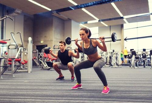 Sentadillas-ejercicio-efectivo-para-fortalecer-piernas