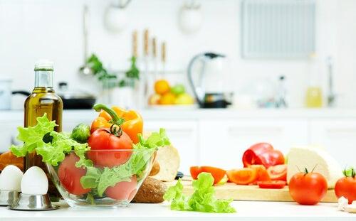 8 alimentos que debes tener a mano cuando estás a dieta