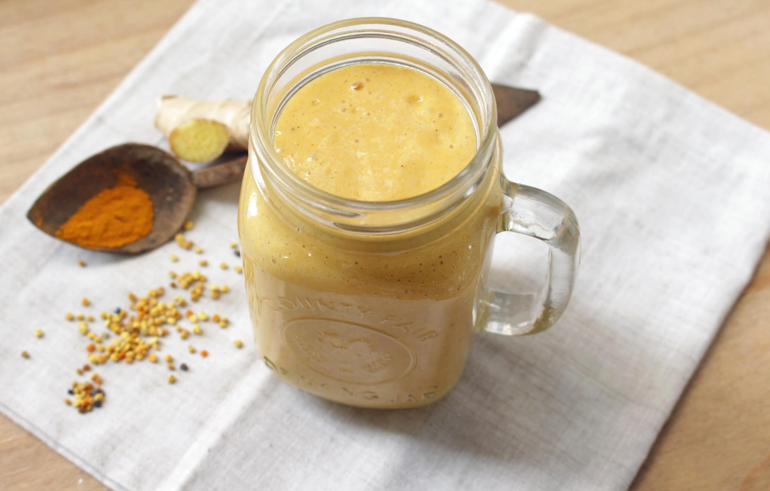 Licuado natural de naranja, zanahoria y cúrcuma para la artritis